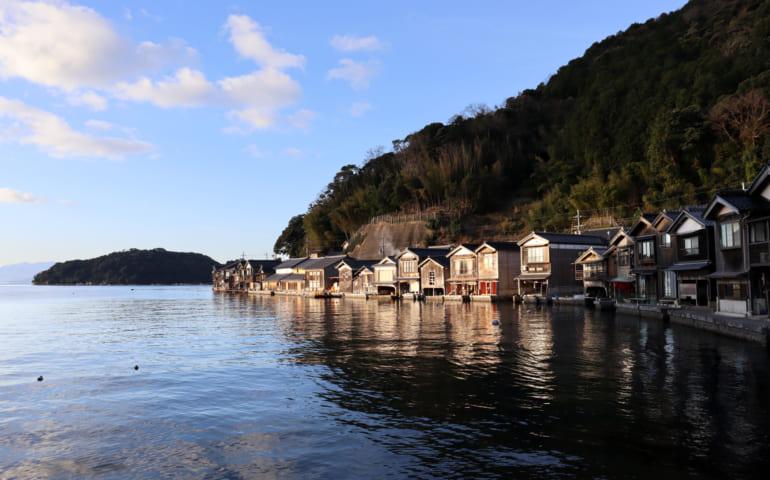vue sur le village de pêcheur d'Ine, dans la mer du Japon, depuis l'auberge Waterfront inn