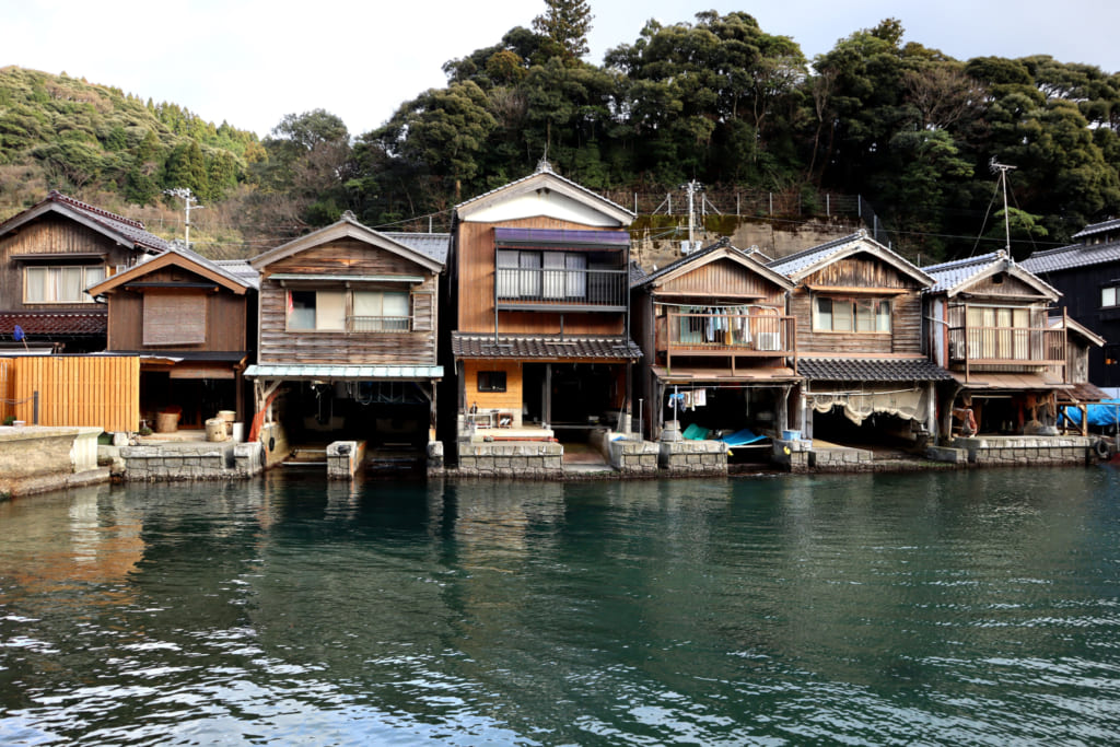 Les funaya, maisons de pêcheurs directement sur la mer du Japon