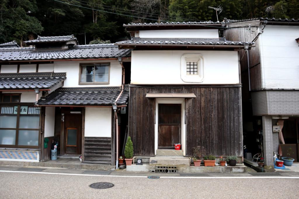 Maison dans le village de pêcheurs d'ine