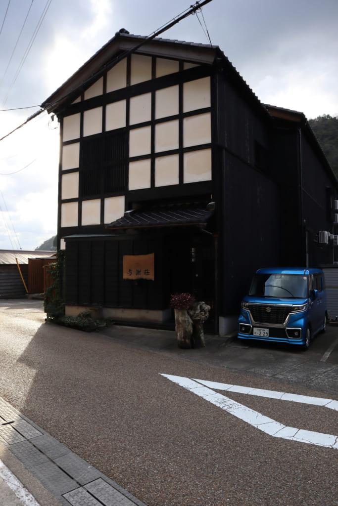 le waterfront inn, à Ine, en brodure de la mer du Japon