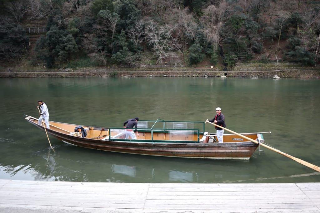Petite barque sur la rivière Hozu