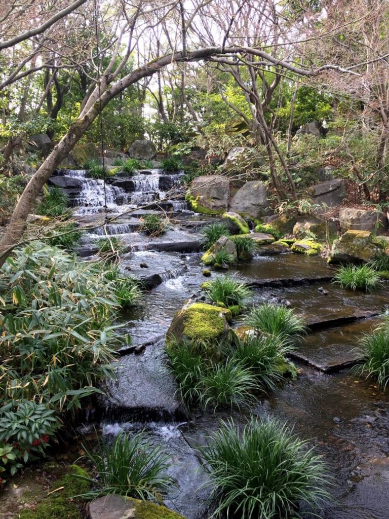Ruisseau dans le parc de Himeji