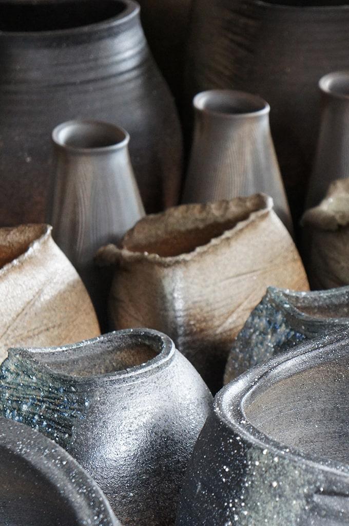 Grandes céramiques dans la boutique Uzan-Yoh