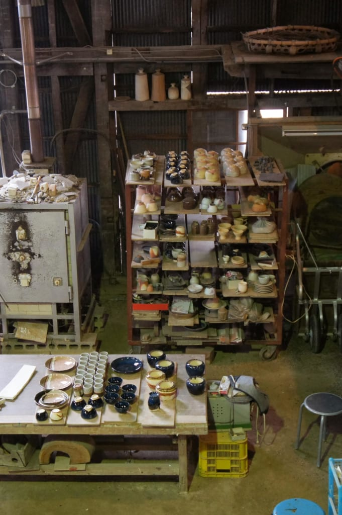 Pièces dans l'atelier de la boutique Tanikangama à Shigaraki