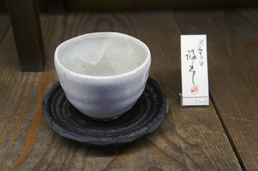 Tasse à thé en céramique dans la boutique Tanikangama