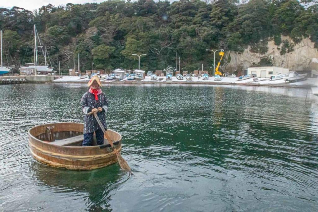 Tarai Bune sur l'île de Sado, voguant sur la mer du Japon