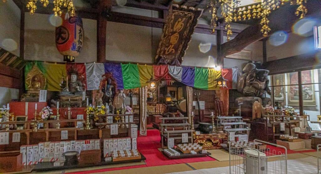 Salle principale du temple Dainichibo
