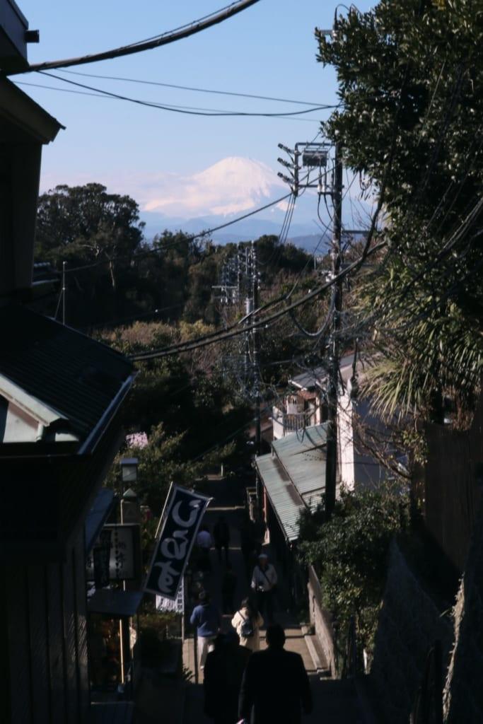 le mont fuji depuis l'île d'enoshima