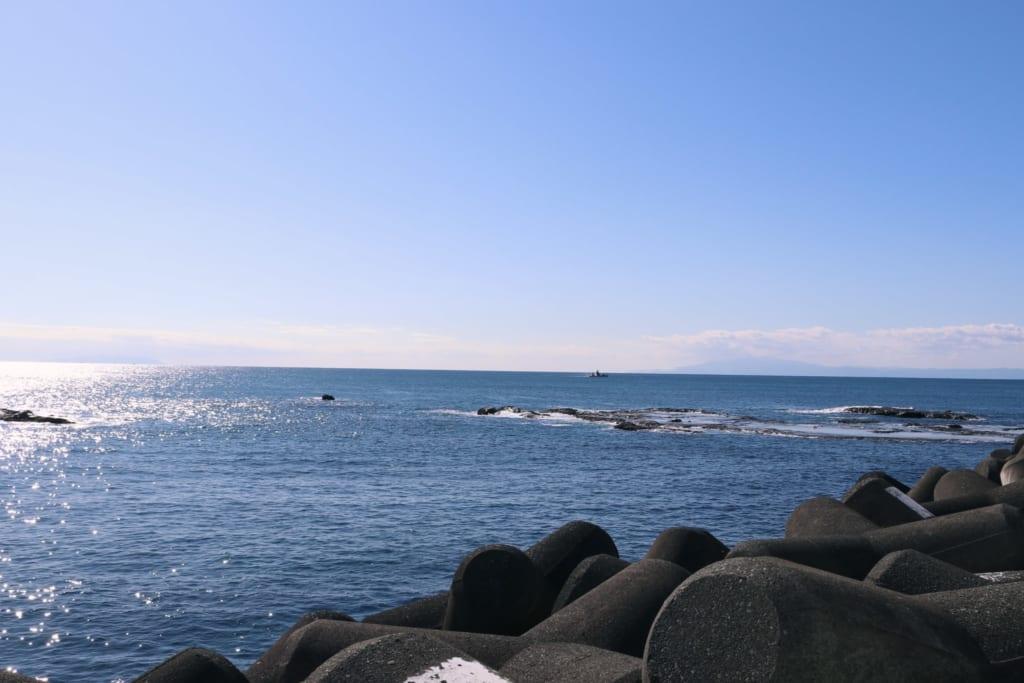 la mer vue depuis le port