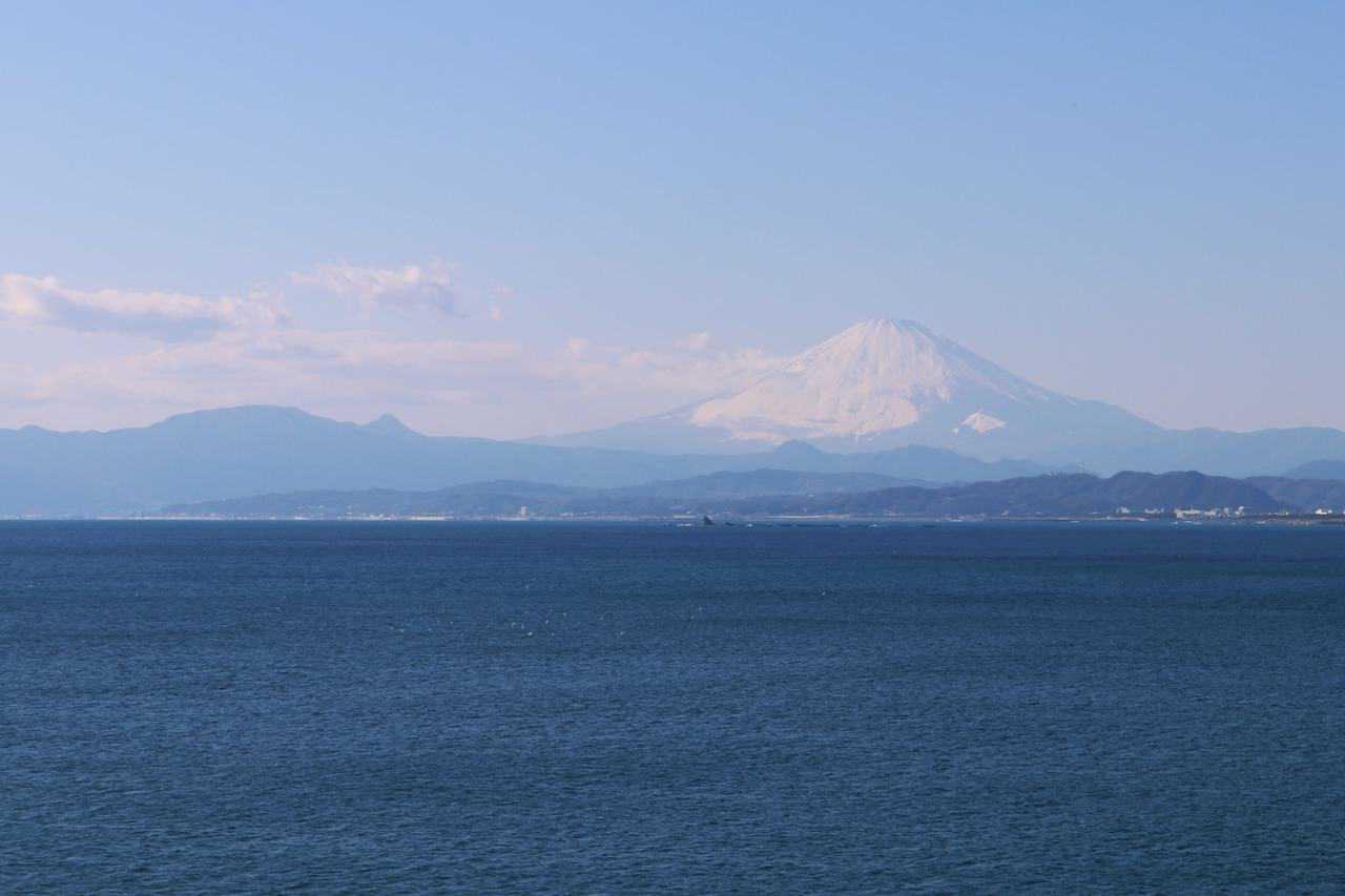 Les perles d'Enoshima: poisson, mer, et Mont Fuji