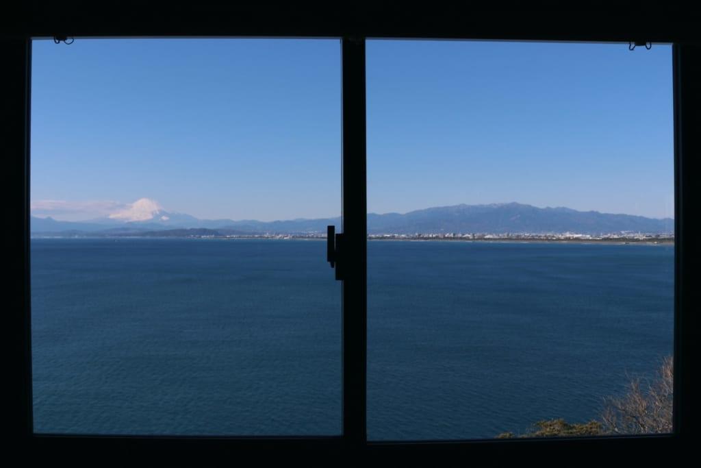 magnifique vue sur le mont fuji depuis le restaurant uomitei