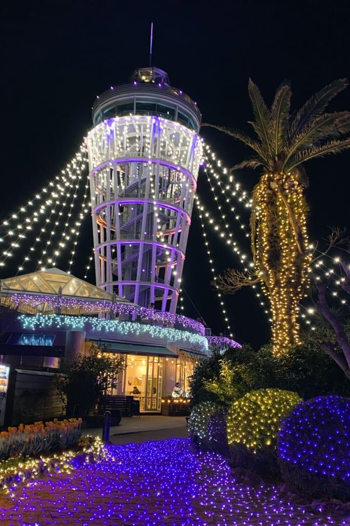 l'observatoire d'enoshima éclairé surant les illuminations du shonan no hoseki
