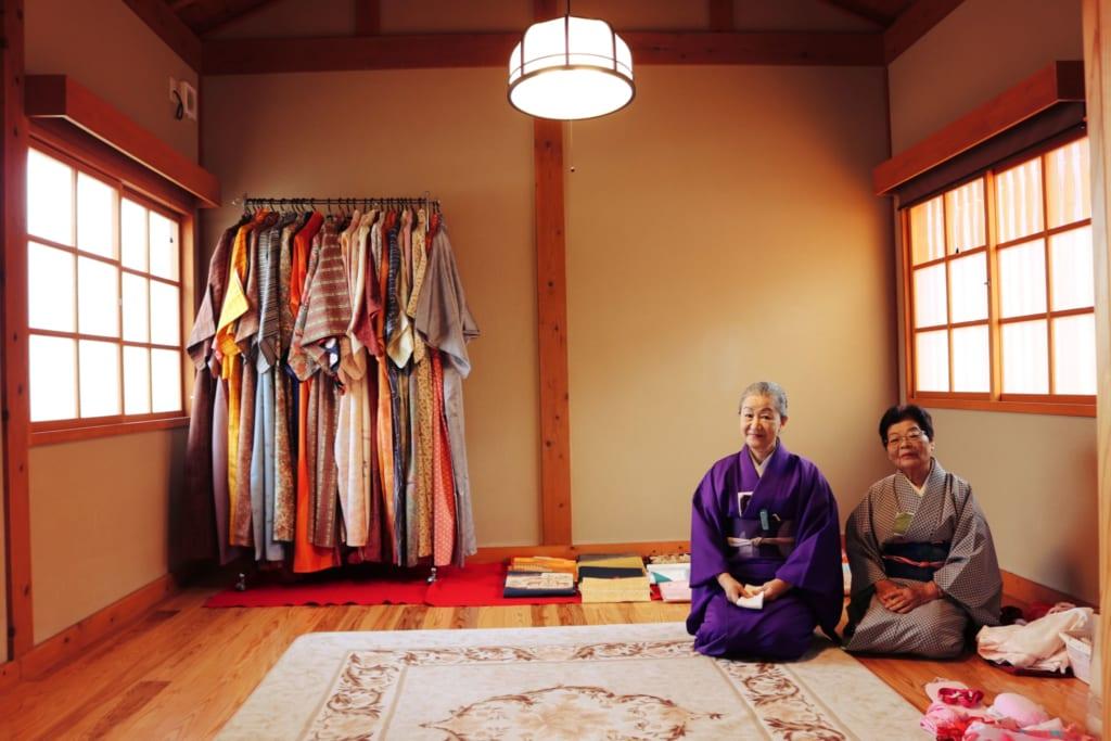 Les femmes qui m'ont aidée avec mon kimono