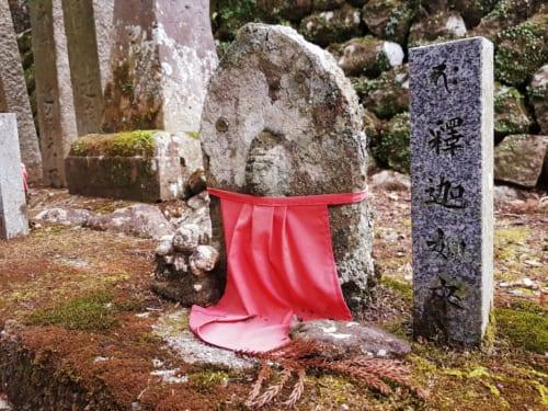statuette très ancienne dans le temple de Konpijari