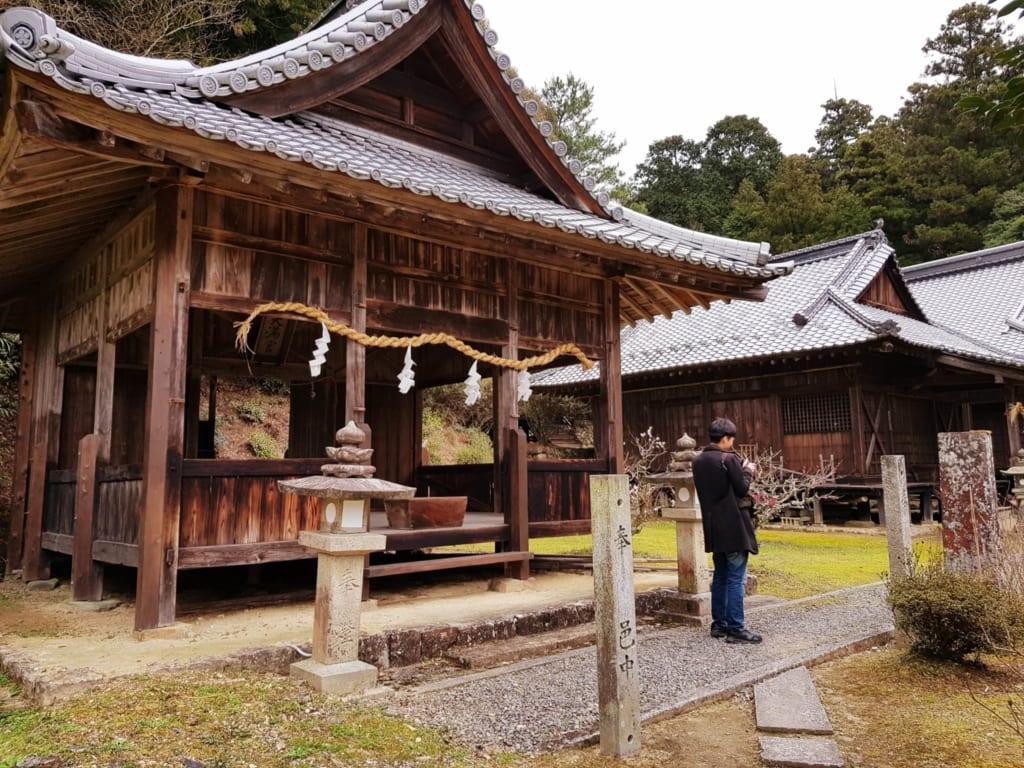 le magnifique sanctuaire japonais de soukouchi dans la ville de Toon, à Shikoku