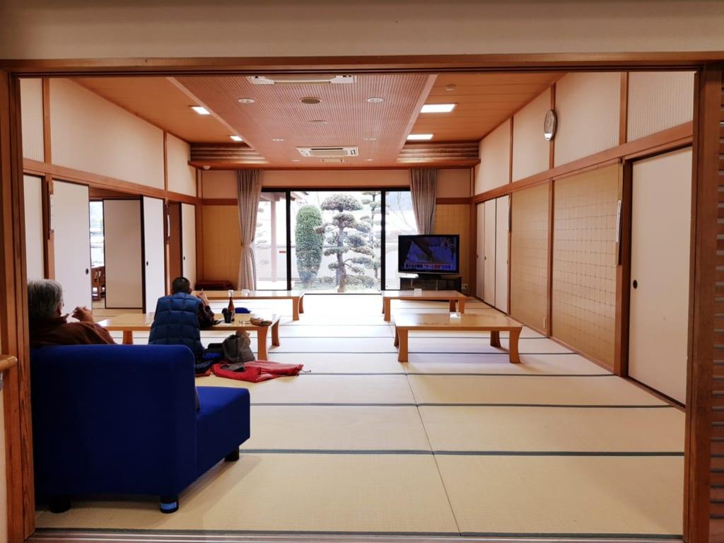 salle de détente du onsen de toon