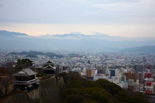 vue panoramique depuis le château de Matsuyama
