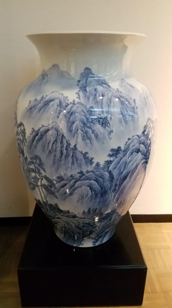 Magnifique ouvrage d'un vase en céramique de Tobe