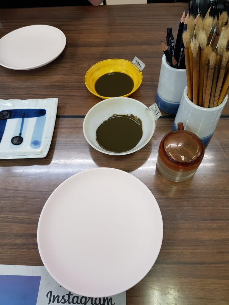 L'assiette en céramique encore vierge