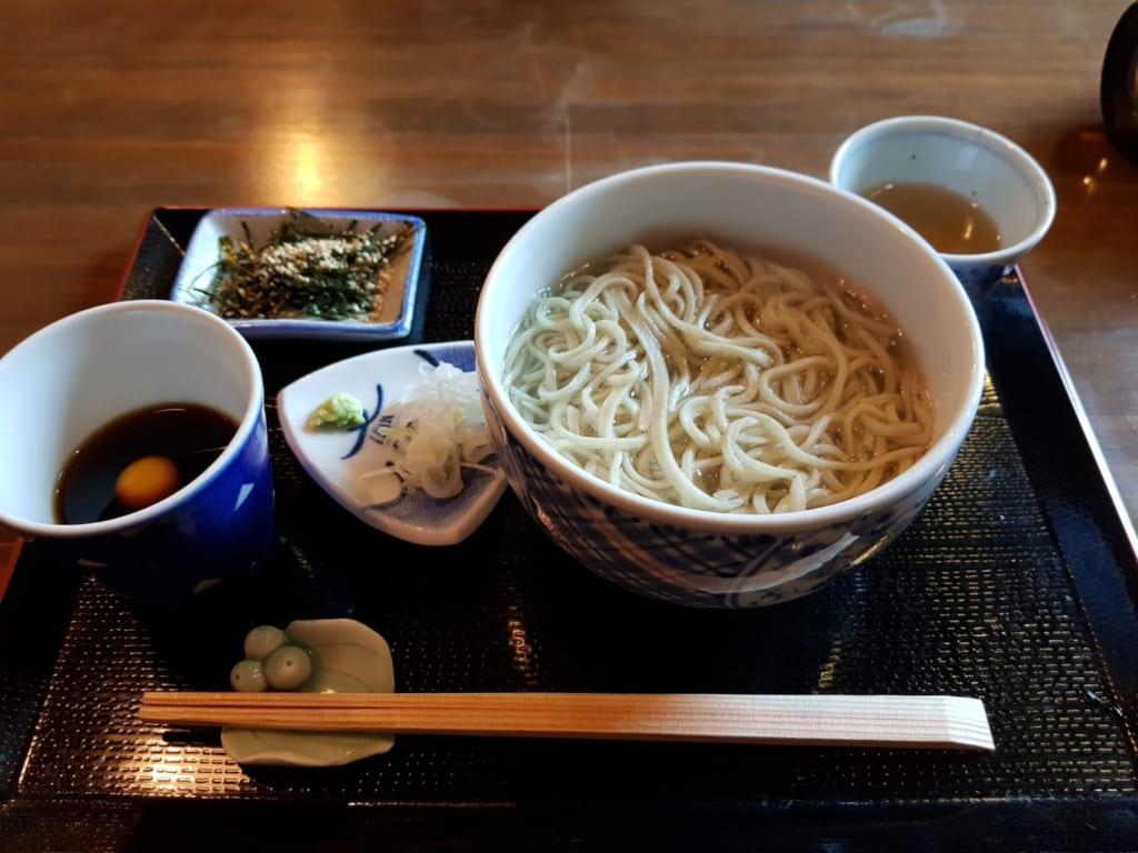notre repas au Tomi Soba servi dasn des céramiques de Tobe