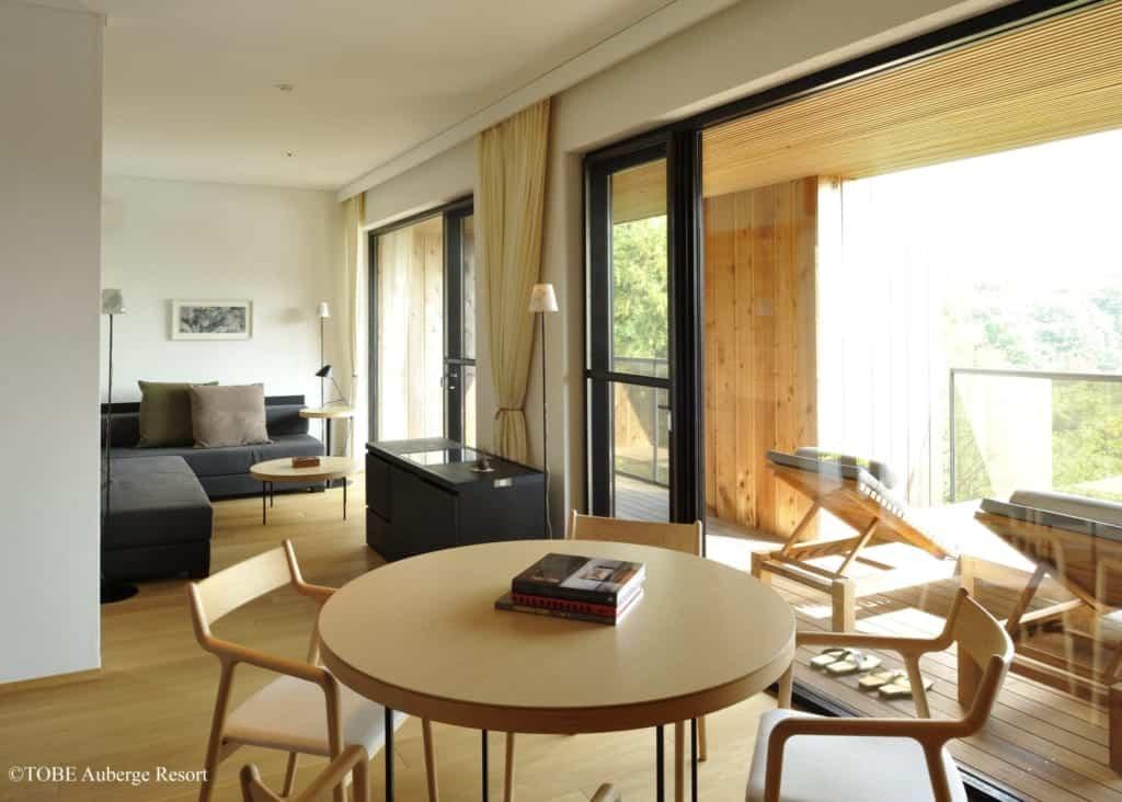 Intérieur d'une chambre au TOBE Auberge Resort