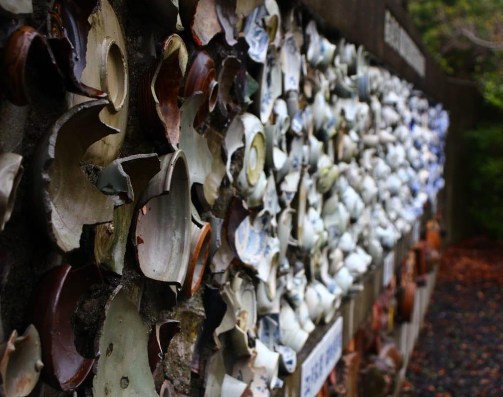 Des murs retracent l'histoire de la céramique japonaise