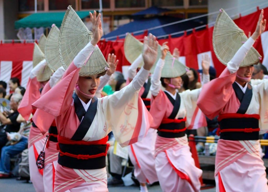 Danseuses lors du festival Koenji Awa Odori de Tokyo