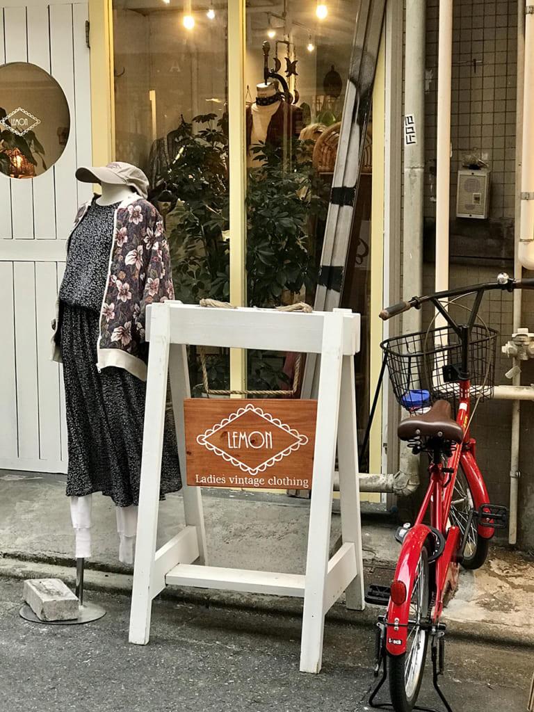 Devanture d'une boutique vintage à Tokyo