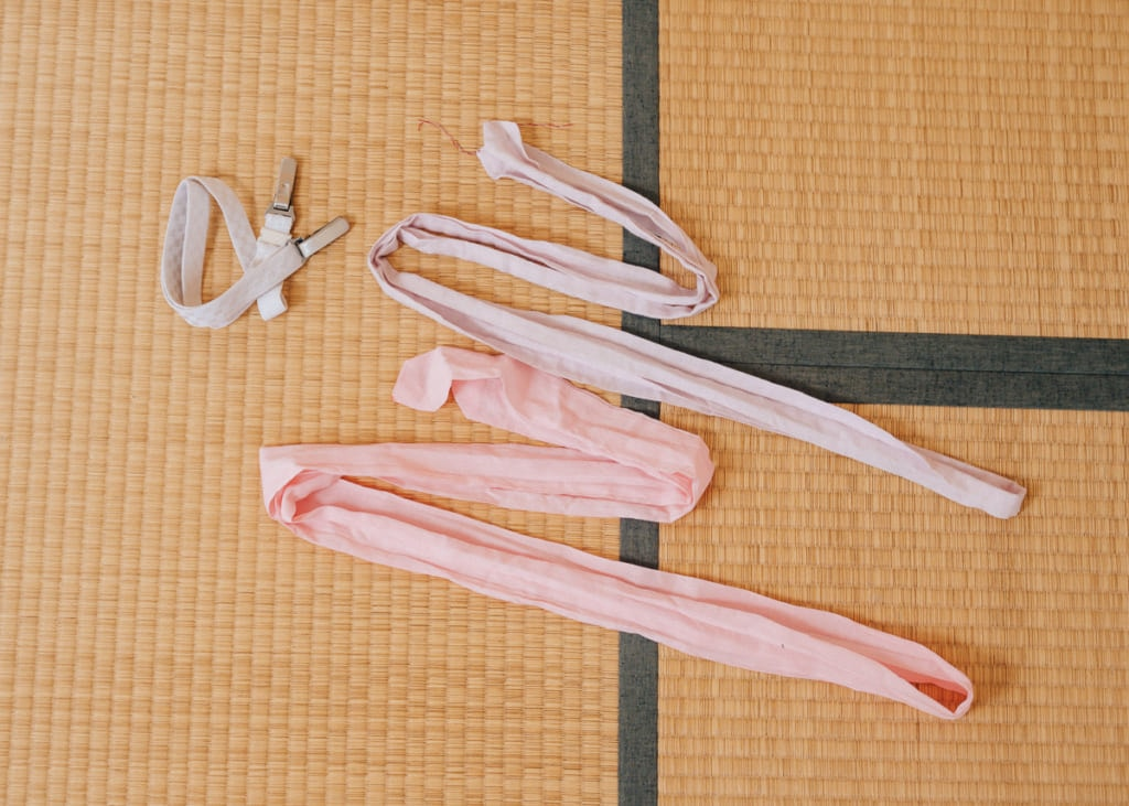 korin et koshi himo qui servent à attacher le kimono