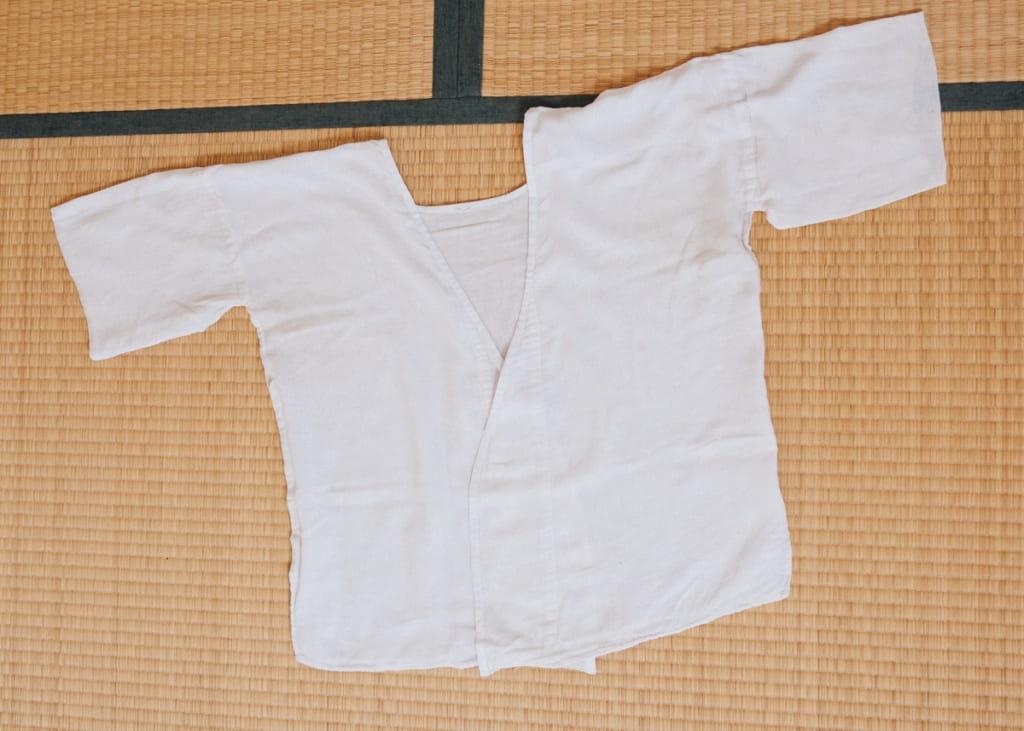 un hadajuban, à porter sous le kimono