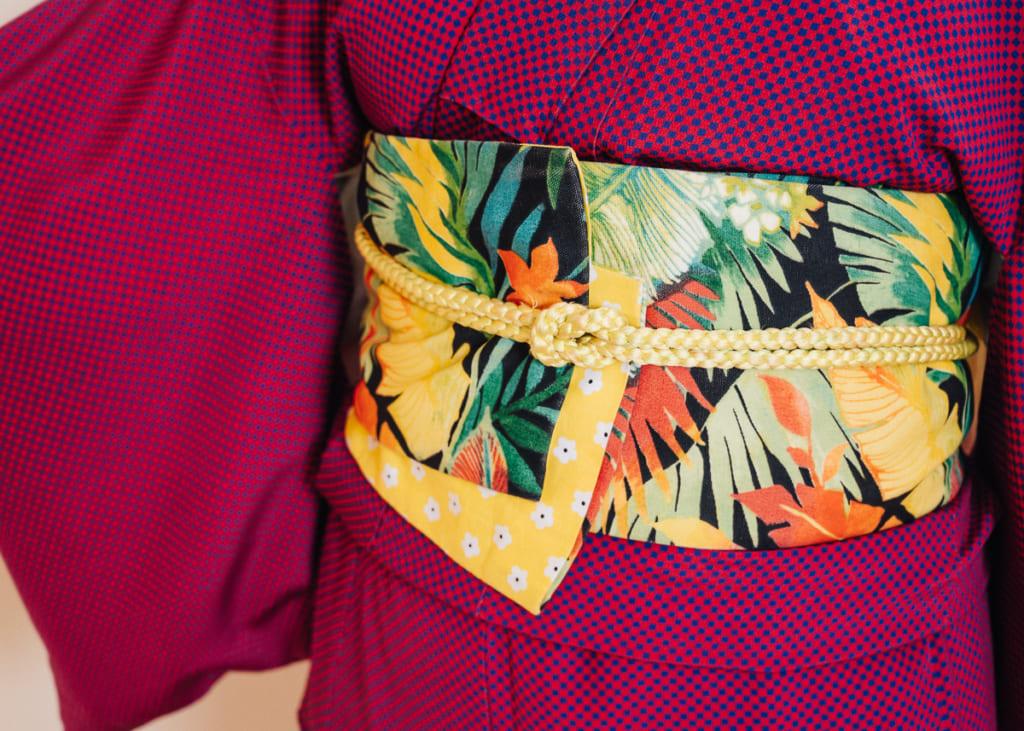 détail de l'obi porté sans noeud