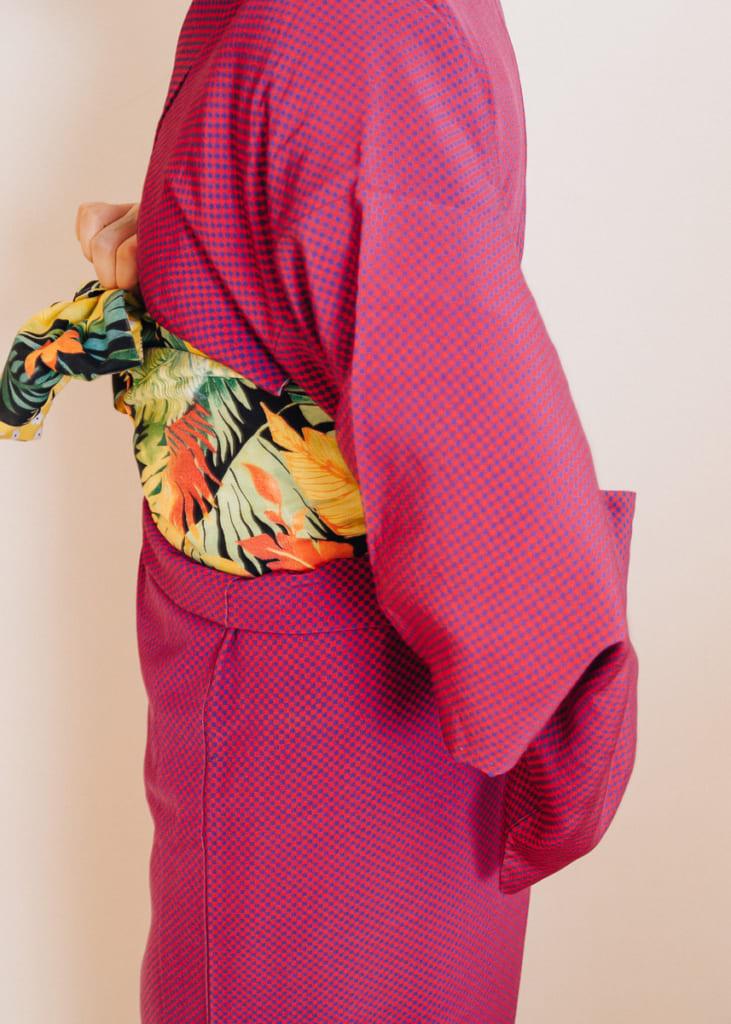 Faites tourner l'obi pour placer le noeud au centre de votre dos sur votre kimono