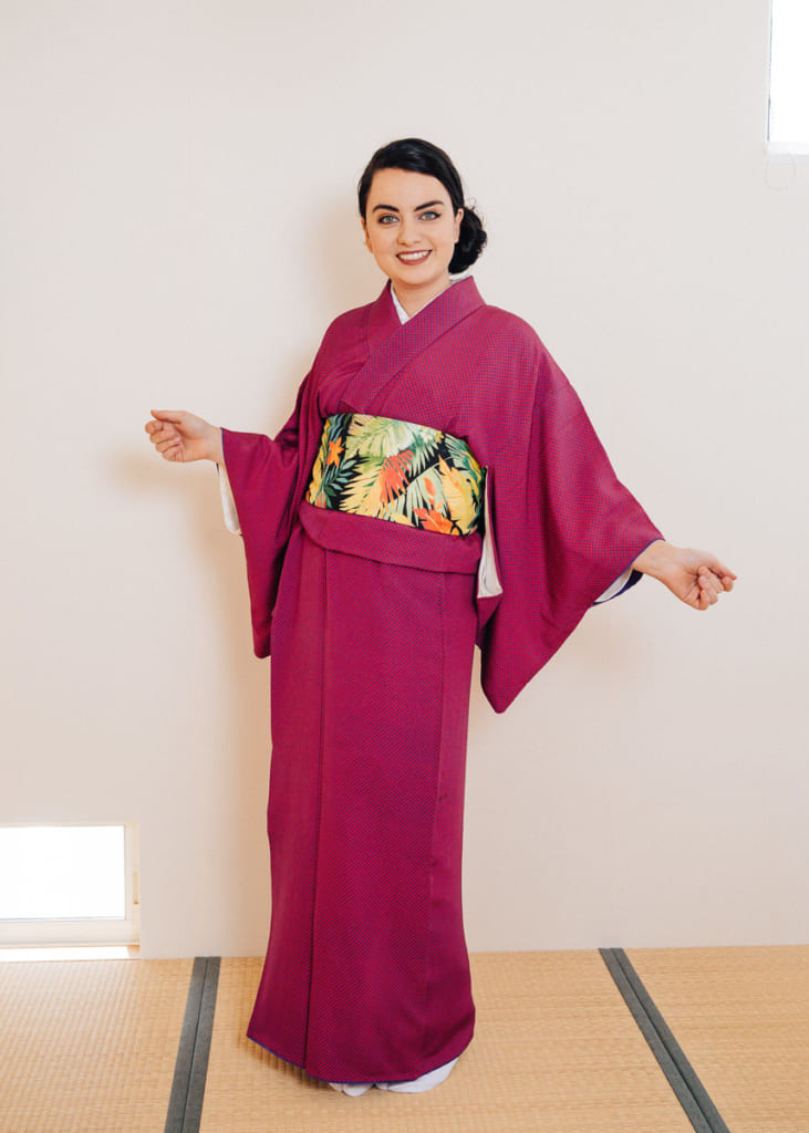 Nichole habillée de son kimono komon et de son hanhaba obi noué dans le style bunko
