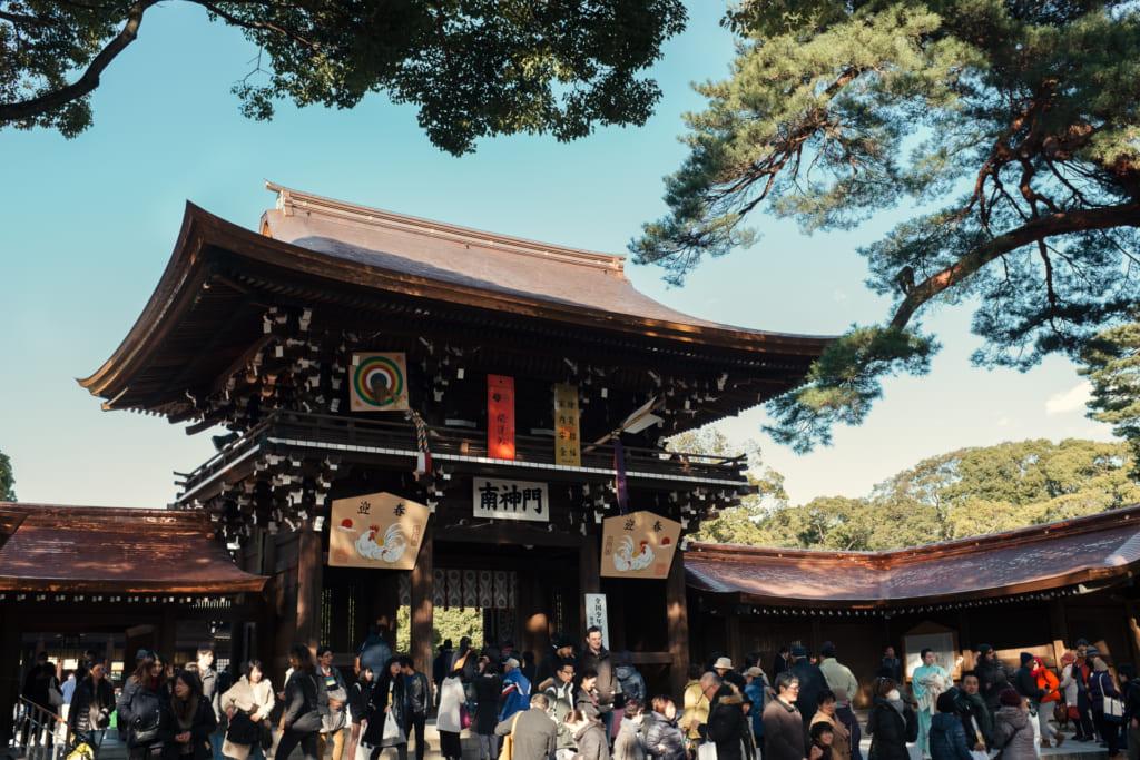 Le sanctuaire meiji jingu dans le parc yoyogi koen