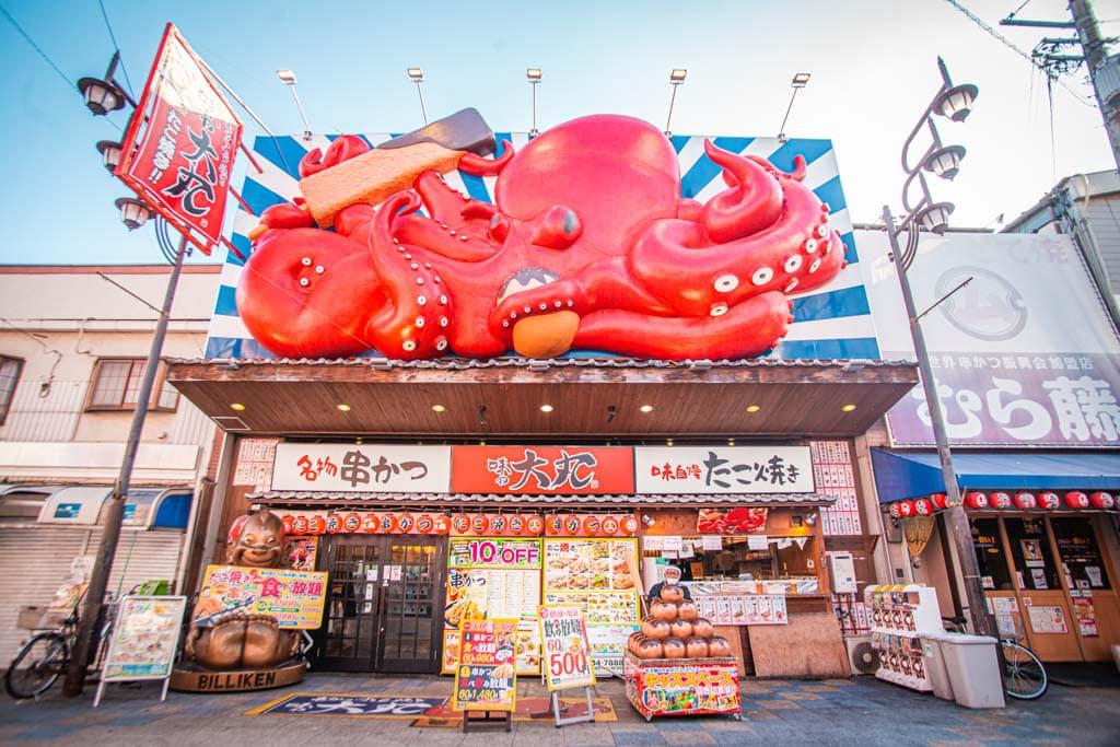 restaurant proposant kushikatsu et takoyaki à shinsekai