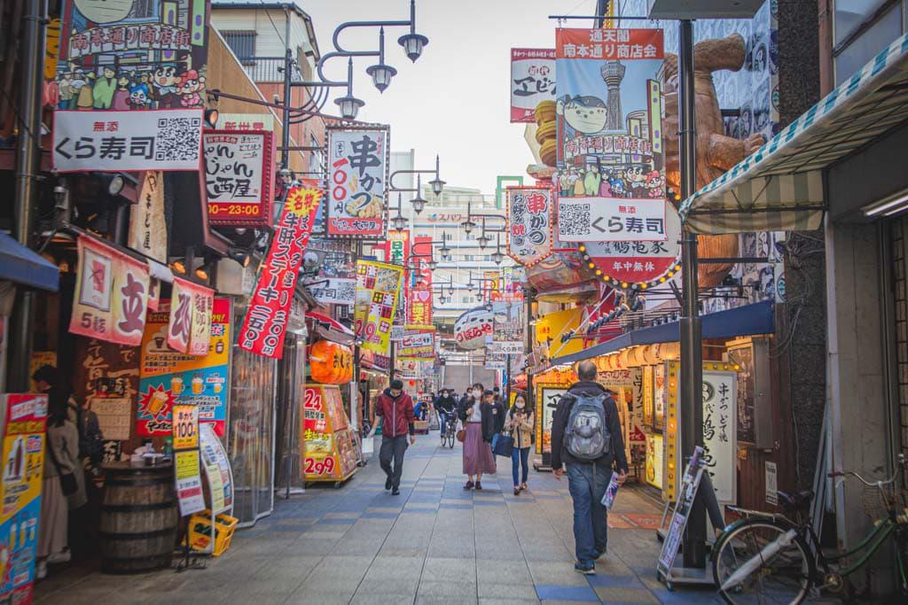 L'ambiance rétro de shinsekai