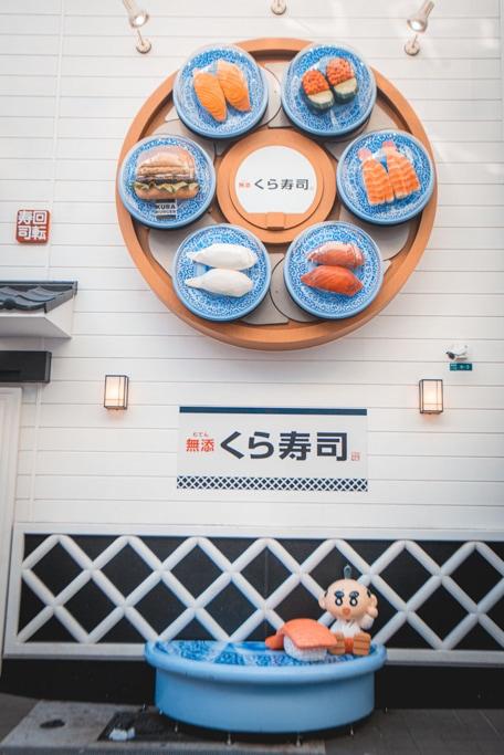 restaurant de sushi dans le quartier de shinsekai