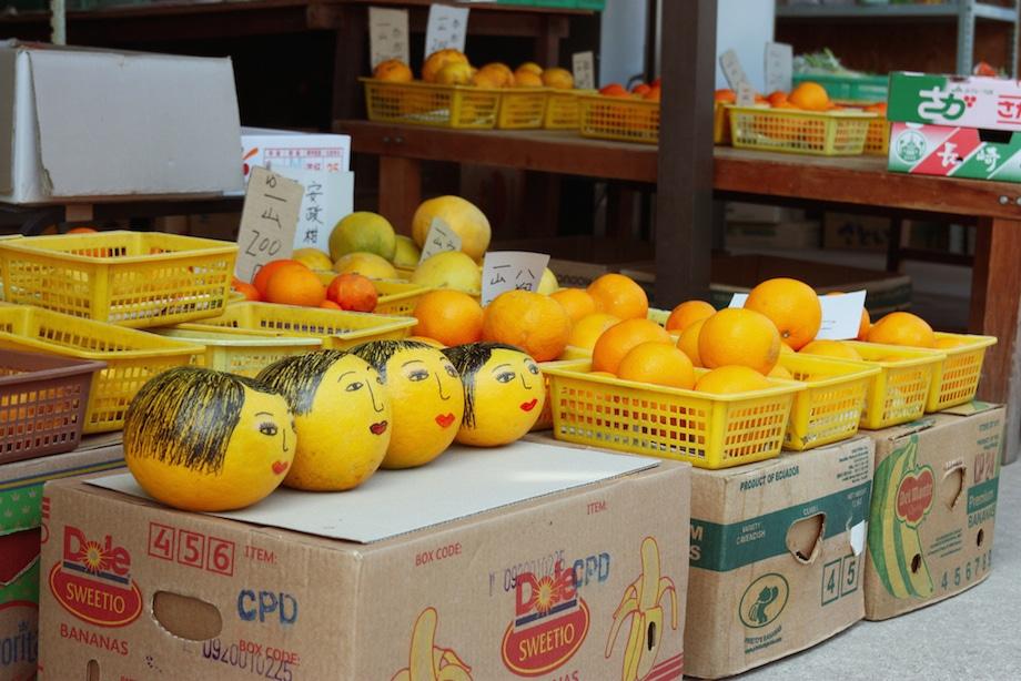 Étals d'agrumes, spécialités locales d'Ikuchijima