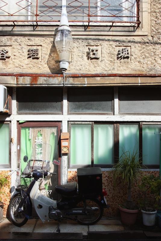 Détail d'une façade ancienne au détour d'une rue d'Ikuchijima