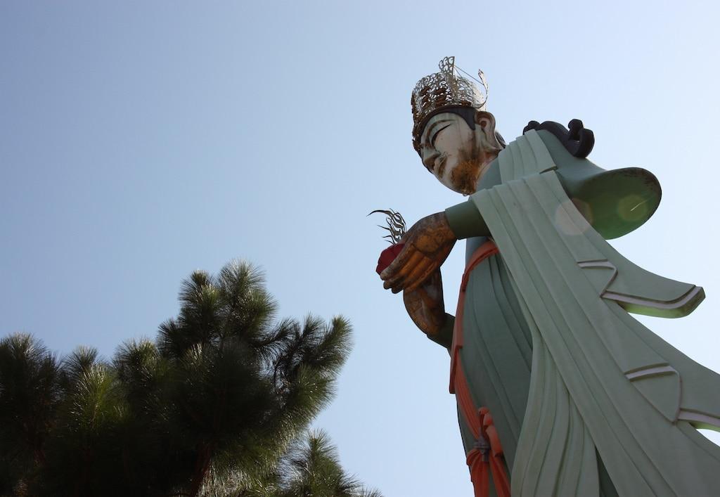 Statue de Kannon surplombant le temple Kosanji