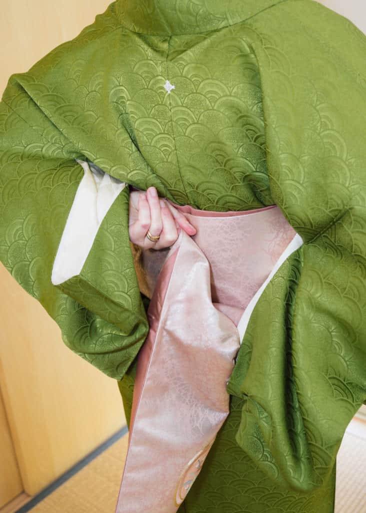 Pliez l'obi sur lui même dans votre dos