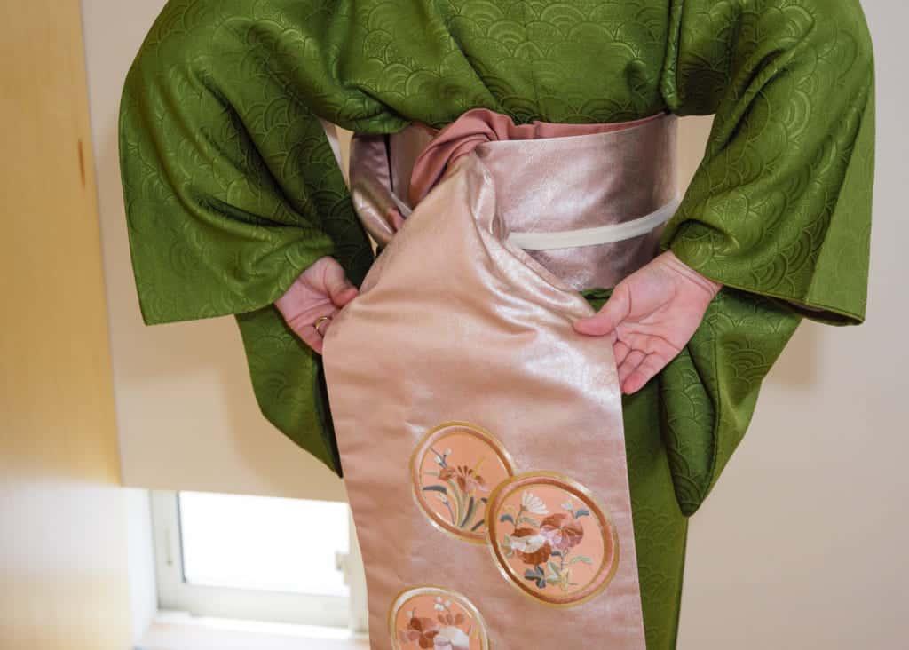 mise en place du noeud taiko d'un nagoya obi