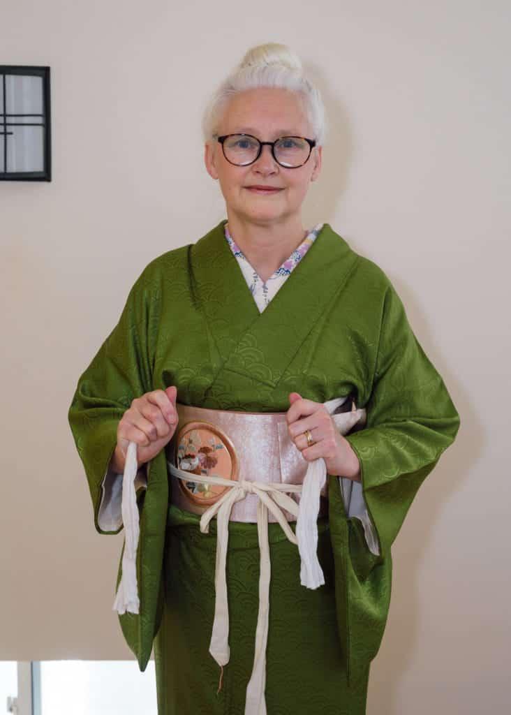 attachez ensuite les liens de l'obi-makura devant vous
