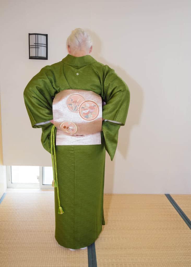 Faites passer l'obijime dans la boucle du nagoya obi