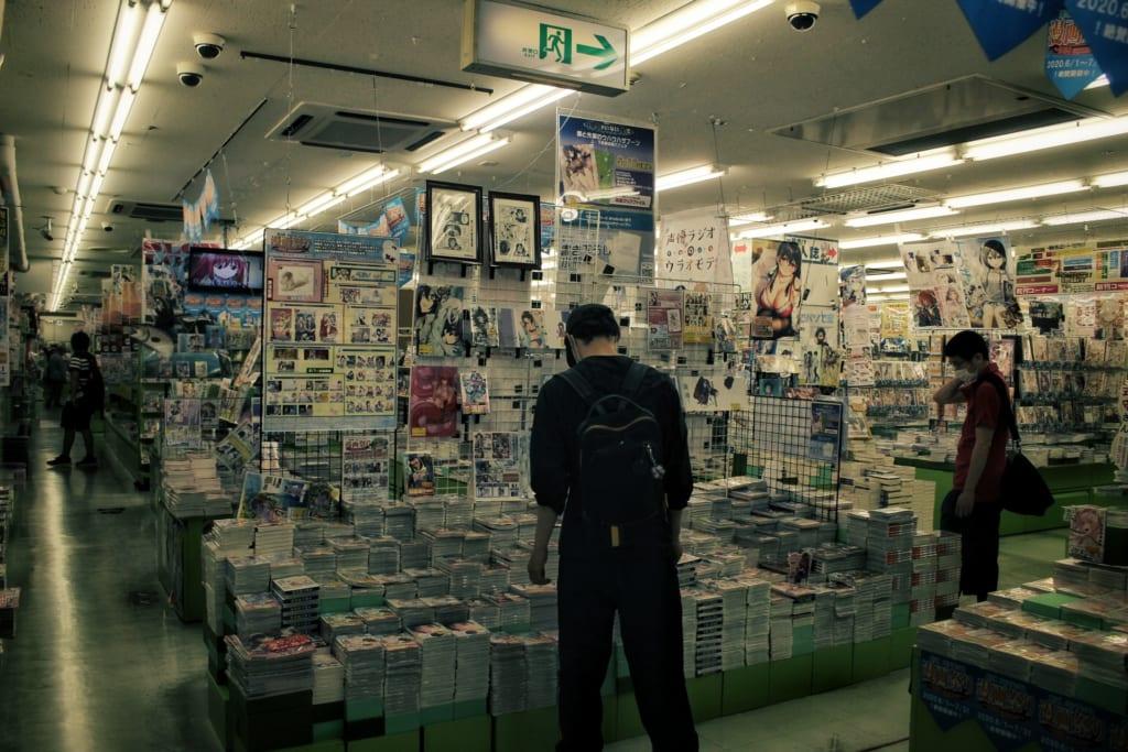 Intérieur de la boutique Melon Books à Osaka