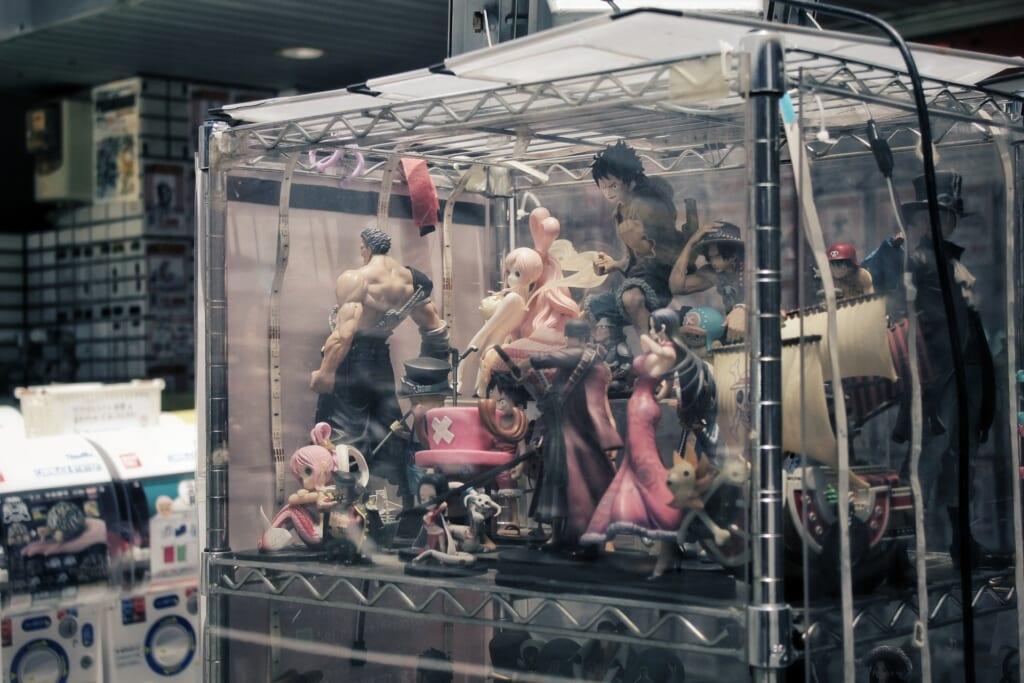 Figurines d'anime japonais dans un magasin à Osaka