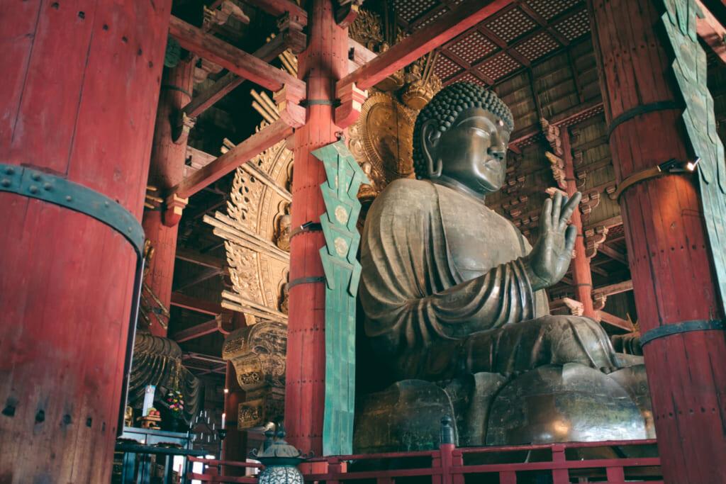 La grand bouddha en bronze de Nara