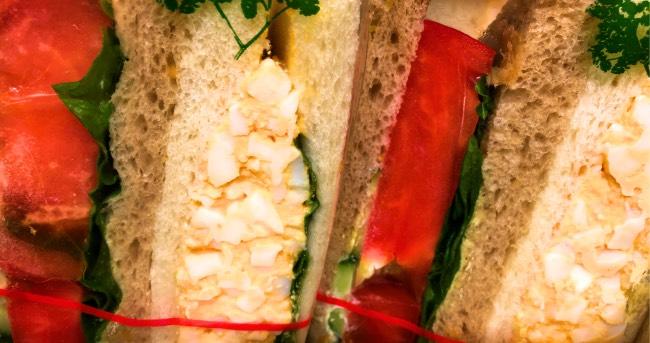 Sandwich aux oeufs, pour un repas complet végétarien sur le pouce