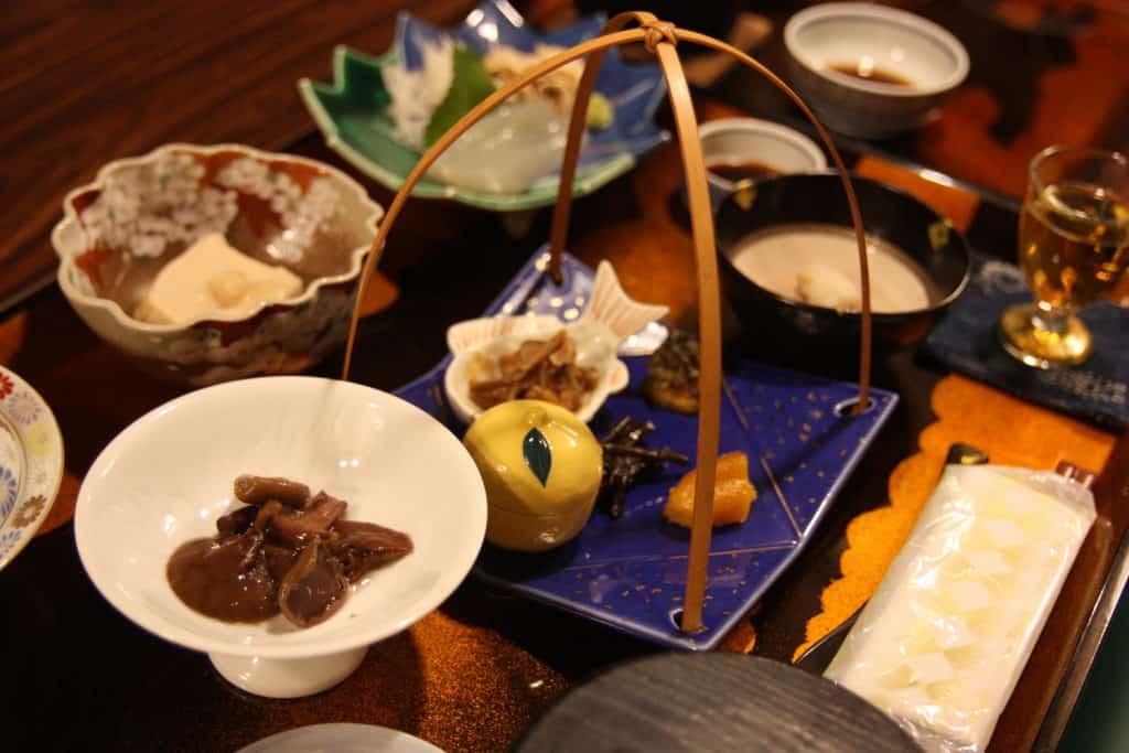 Repas végétarien servi dans un temple bouddhiste au Japon