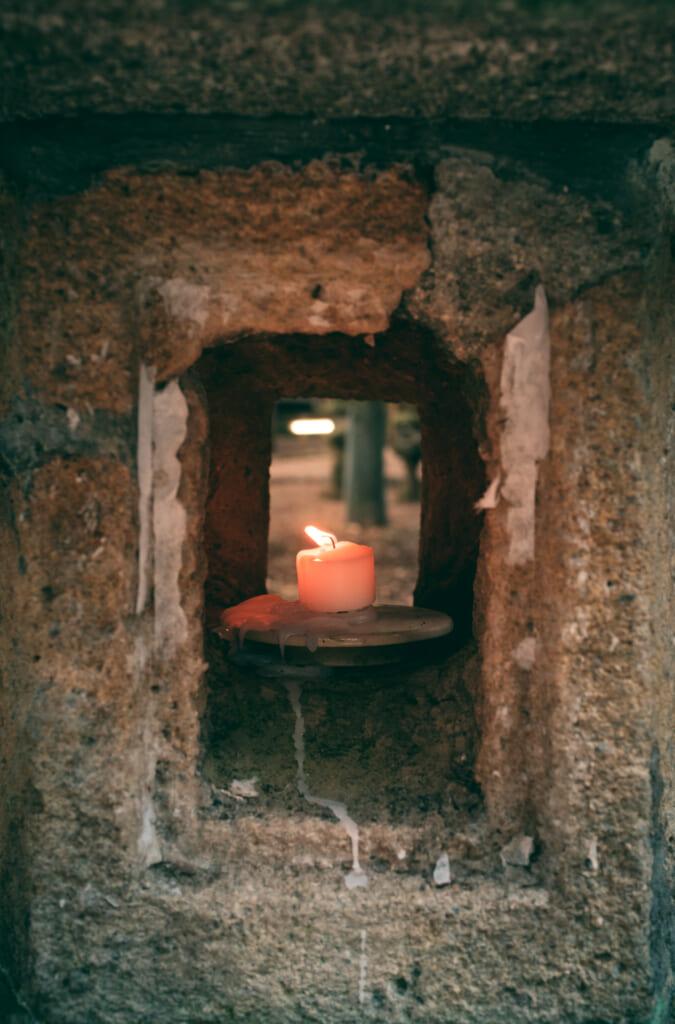 lanterne en pierre traditionnelle dans le parc de Nara